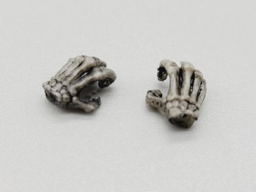Warrior Skeleton Weathered hands