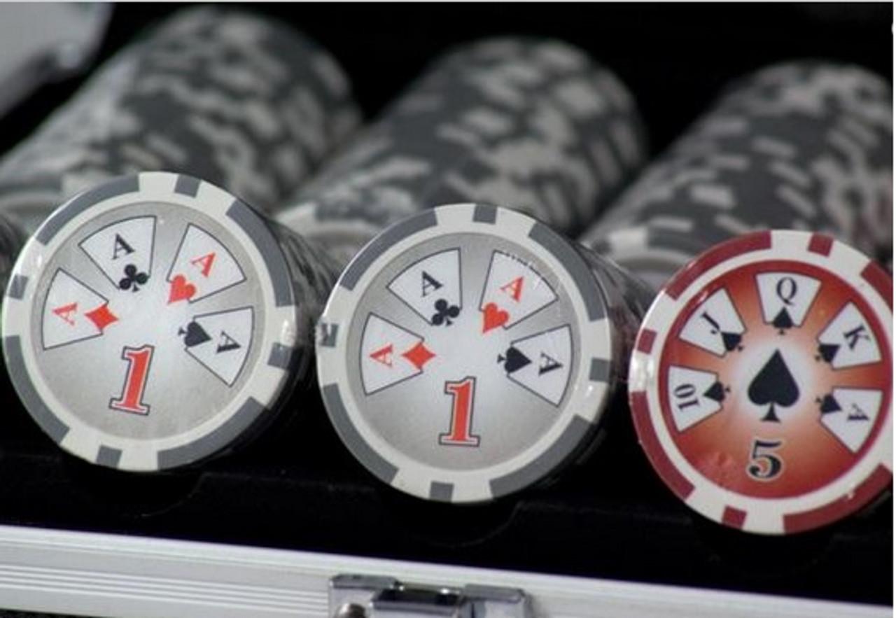 Set de poker de 500 chip-uri Royal Flush High Stake  cu jetoane de 13.5 grame