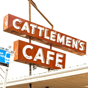 In business for over 100 years, this charming sign is a part of history. As the oldest operating restaurant in Oklahoma, this country steakhouse has been an icon thanks to the various celebrities who have visited over the century.
