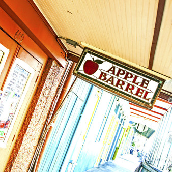Dubbed as Frenchmen Streets best-kept secret, the cozyApple BarrelBar offers live jazz or blues every night of the week.