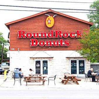 Legendary, western-themed donut shop offering a variety of baked goods since 1926.