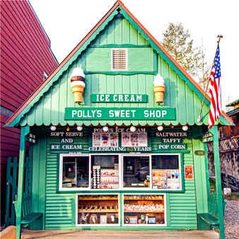 Fitting all dietary types, this American dessert shop features tasty ice cream, including non-dairy ice cream. As the perfect bite between lunch and dinner, Polly offers a variety for everyone.