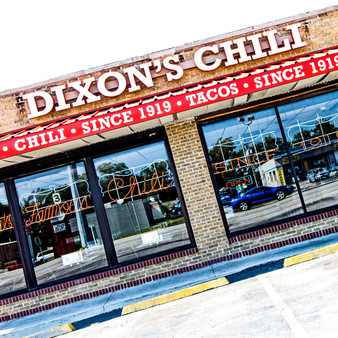 Storied spot serving tomato-free chili by the bowl or on top of burgers, tacos or spaghetti.