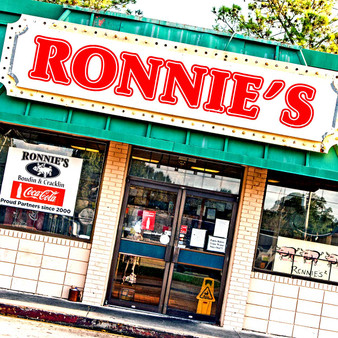 With a friendly down-home atmosphere, Ronnies is a great place for lunch or dinner with the family or friends.