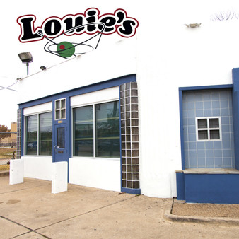 This retro eatery was established in 1987 and is now a popular area for all the hippie lovers. Though Louie's is locally famous for its pizza, salads, and soups, there's something for everyone here from burgers to seafood and steaks.