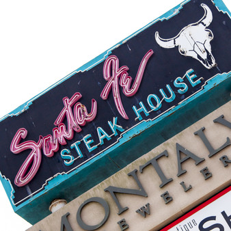 Known as an upscale steakhouse and cantina is this eccentric eatery. Featuring specially-made cocktails, dynamic meals, and a stunning venue, Santa Fe Steakhouse provides a local getaway to its own residents, as well as visitors.