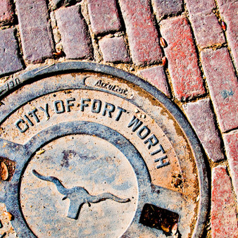 Surrounded by deep red bricks, Fort Worth shows off its affluent history with its rustic charm.