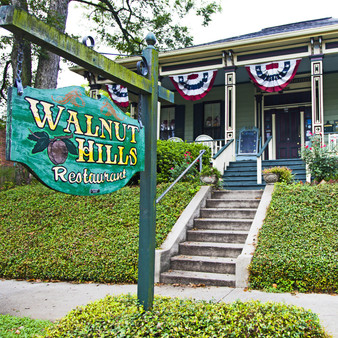 Walnut Hills Restaurant, located in Olde Town Vicksburg, serves Southern Plantation Cuisine - Superb Steaks, Seafood, Po-boys and Award Winning Desserts.