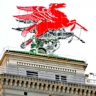 Originally created in Greek folklore, this mythical creature – Pegasus – found its way on top of the Magnolia Petroleum Building in 1934. In this era, the Magnolia Petroleum Building was not only the first building in the US to offer air conditioning, but also the tallest building in Dallas. Because of that, the combination of the building's national title with this majestic figure on top, turned this into one of the city's biggest attractions.
