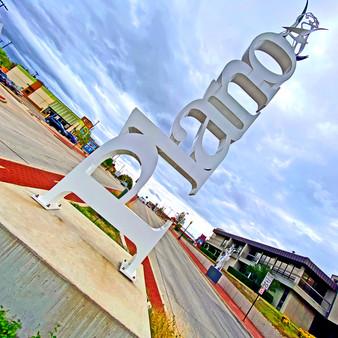 Plano Vertical Statue