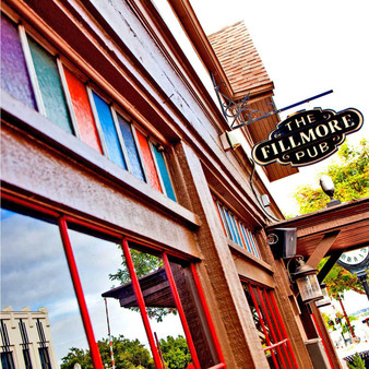 This British style neighborhood pub is located right in the heart of downtown Plano. Focusing on homemade food, the Fillmore mostly serves yummy cocktails with typical pub food such as burgers, nachos, fries, and salads.