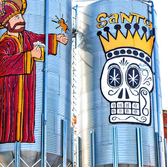 Houston has one of the most prominent art scenes throughout the world. With this comedic mural, visitors gain the opportunity to explore just how talented Houston artists truly are.