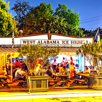Offering just about every game you could think of, this neighborhood bar knows how to create a great time. With a pet-friendly outdoor area and picnic table seating, West Alabama Icehouse has just about every beer and wine selection you could think of!