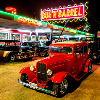 This 1950s era landmark serves BBQ, burgers, milkshakes & beer in casual digs. Featuring their iconic neon signage, The Bun 'N' Barrel twists nostalgia from their past with their modern-day future. Running for over 60 years, this restaurant could smoke their meat blindfolded.