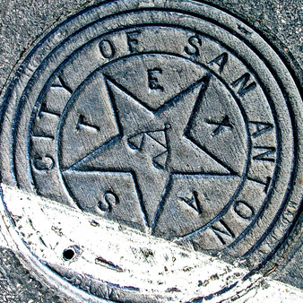 Other than for its largely diverse culture and population, San Antonio is also known for its old-Hollywood glitz and glam essence. Featuring its old-timey roots, this manhole represents the cities culture.