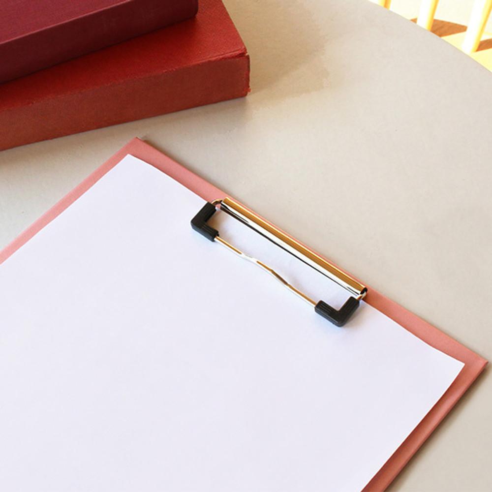 Usage example - Bookfriends Korean literature clipboard file holder