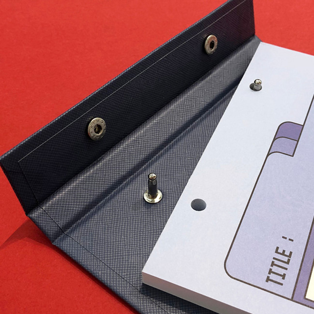 Detail of Ardium Color point A5 snap memo quadrille notepad