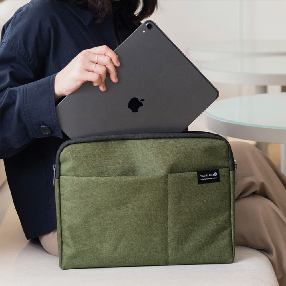 Usage example - Byfulldesign Minimal life 13 inches laptop pouch bag