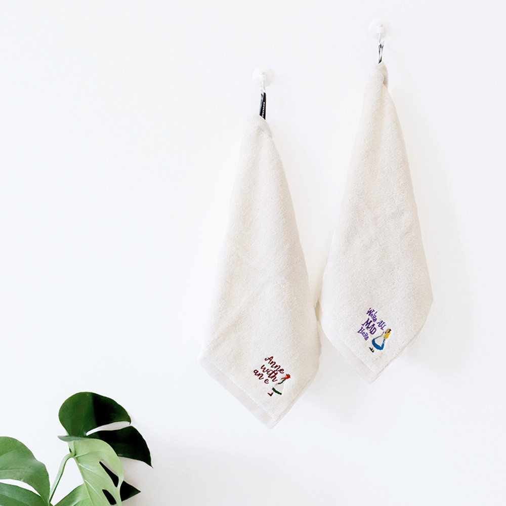Usage example - Bookfriends Anne and Alice hanging tie towel gift package