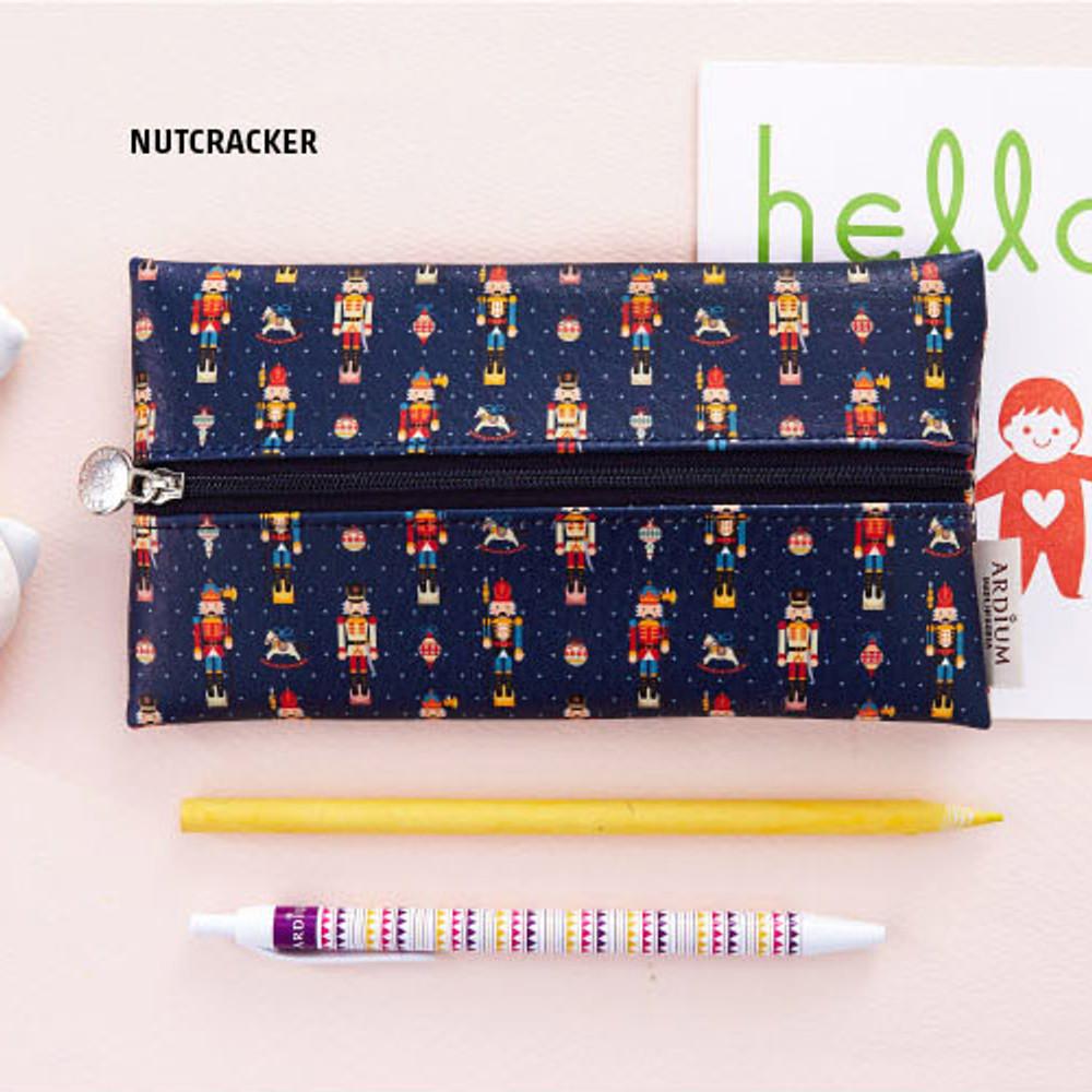 Nutcracker - Pattern middle zipper slim pouch