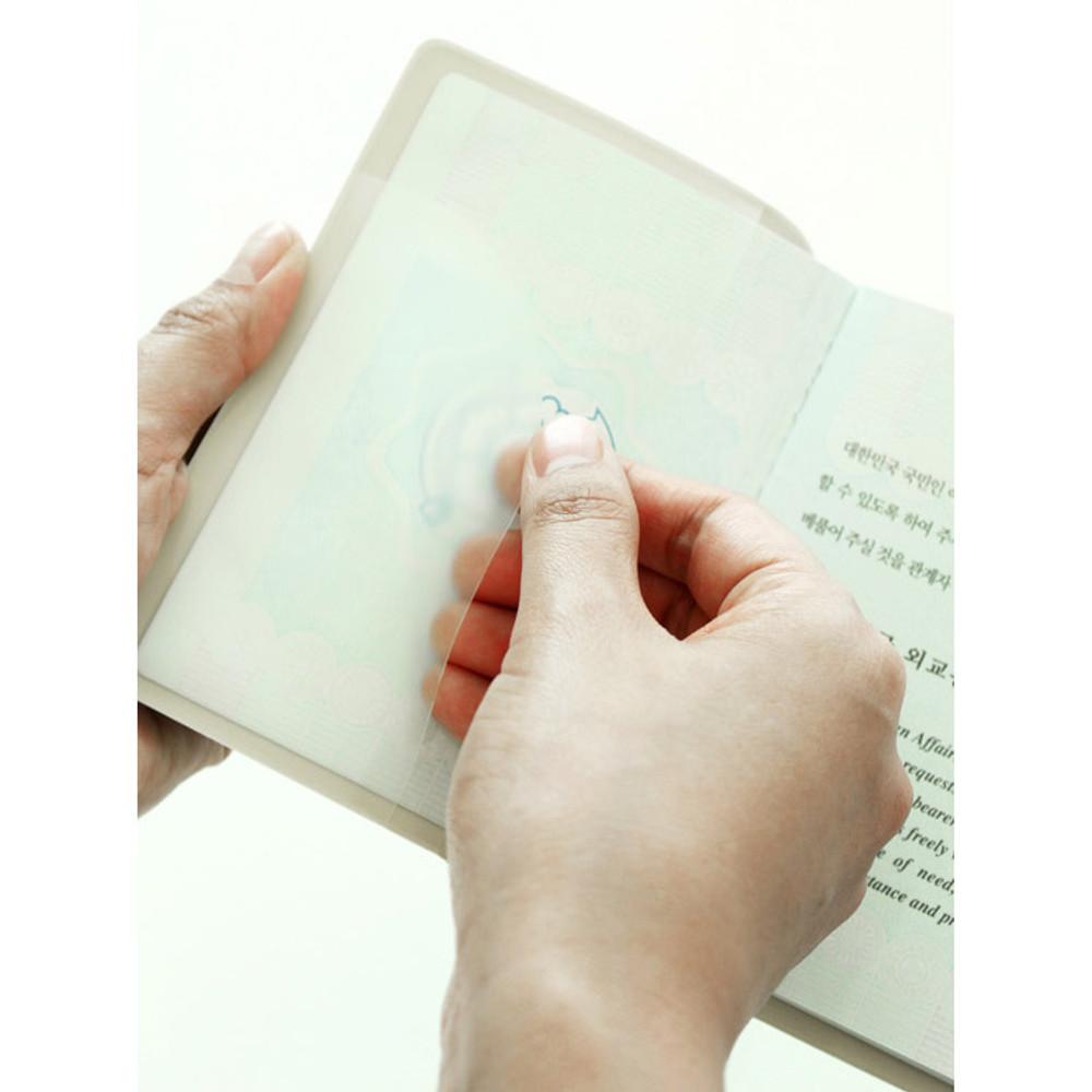 Translucent pocket