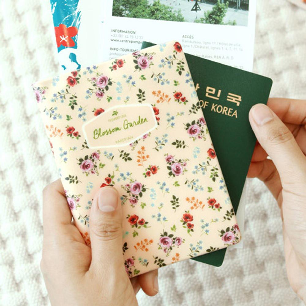 Bouquets - Blossom garden RFID blocking passport case