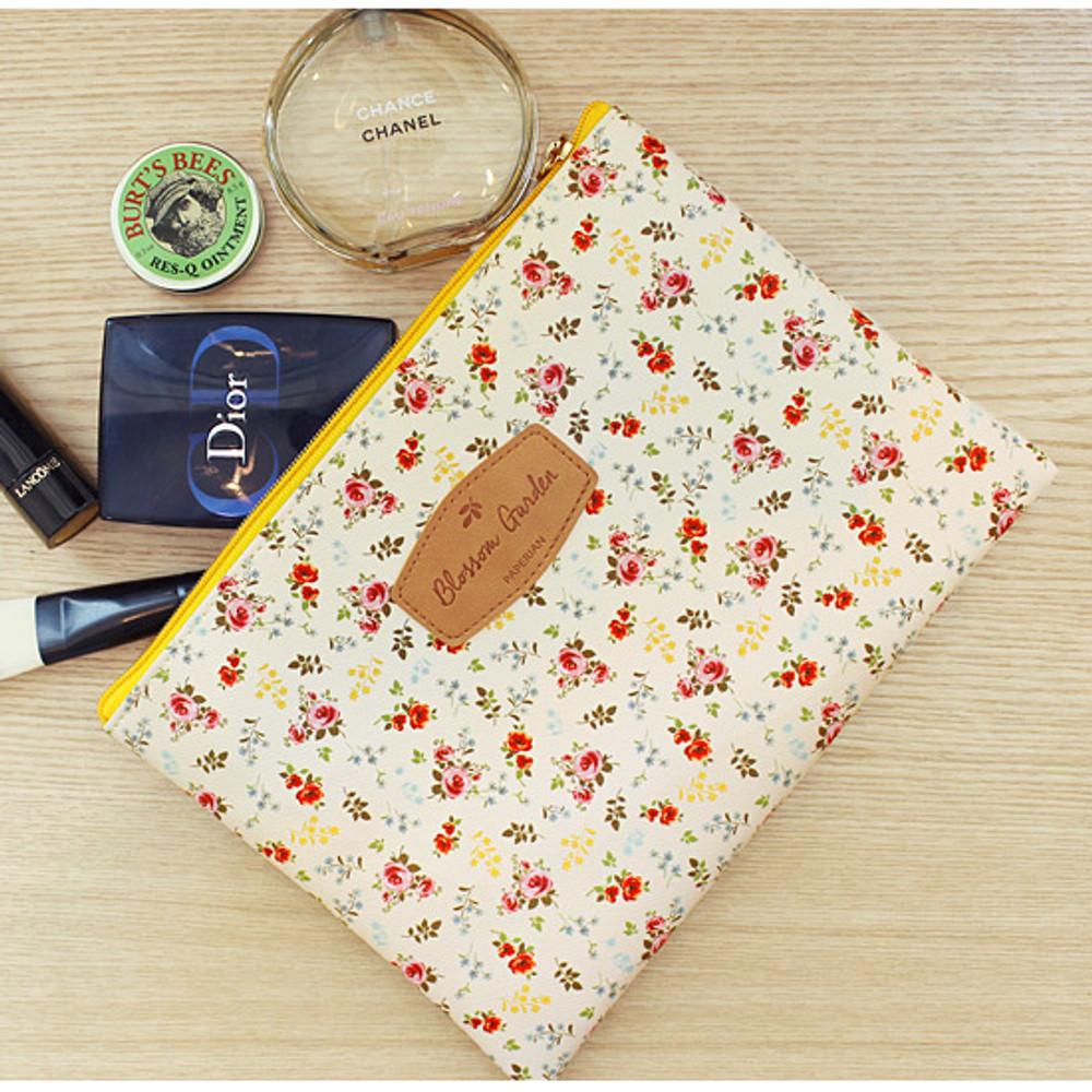 Bouquets - Blossom garden large zipper pouch