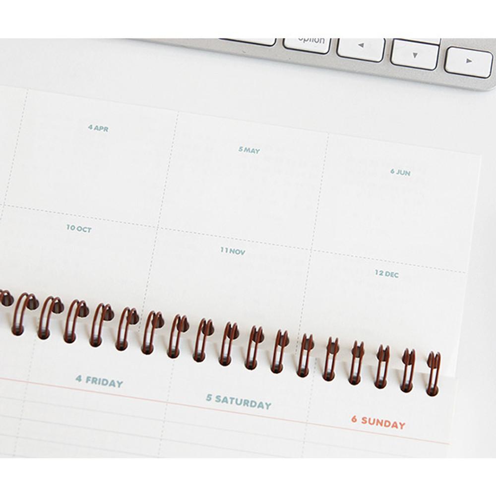 Yearly plan - Desk wirebound dated planner