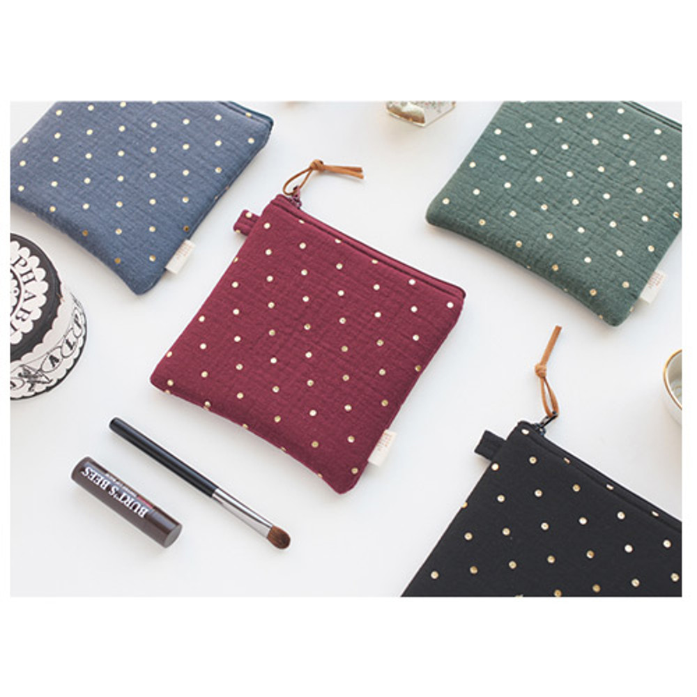 Warm breeze blows square zipper pouch
