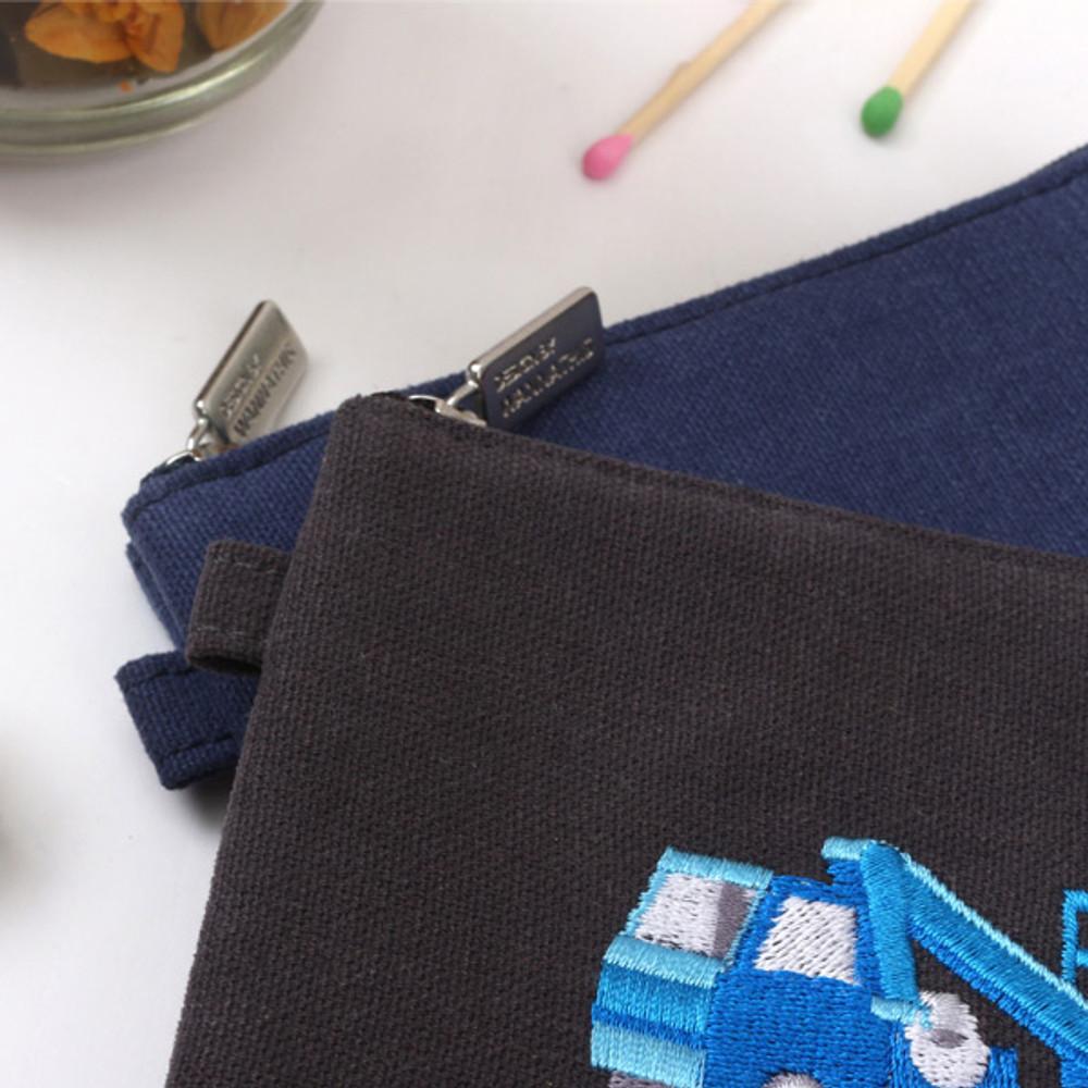 Detail of Tailorbird inpressive contrast car medium pouch