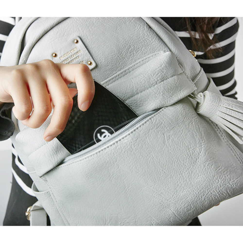 Outside zippered pocket