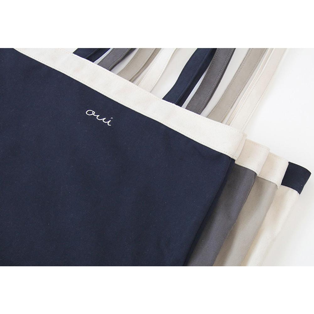Detail of Around'D line shoulder bag tote