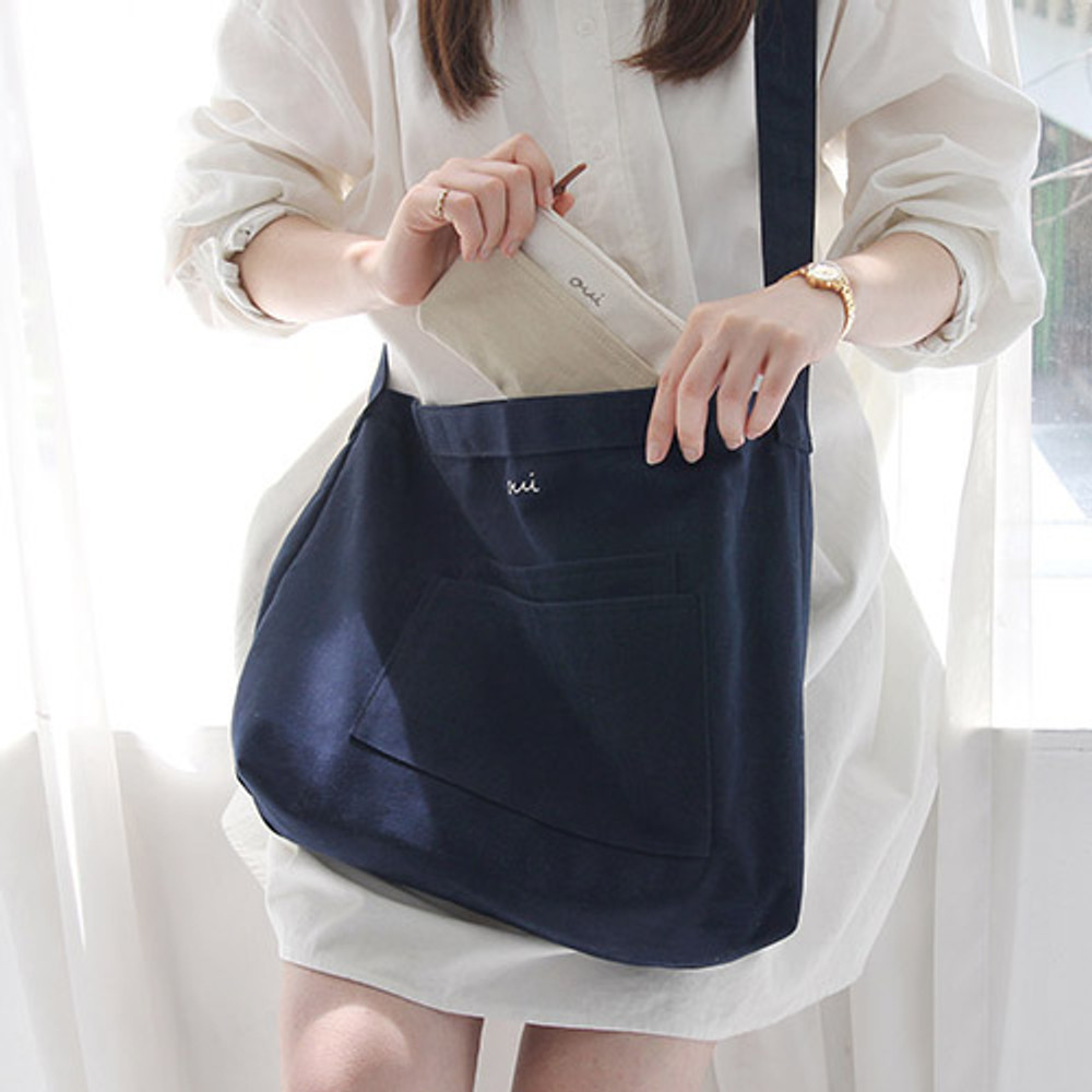 Navy - Around'D two pocket bag - medium