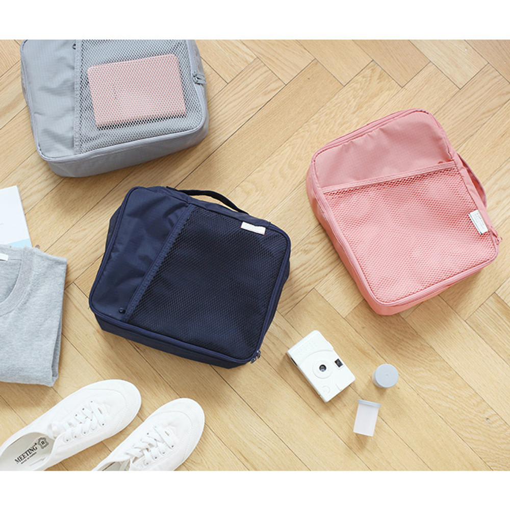 A low hill basic travel packing organizer bag