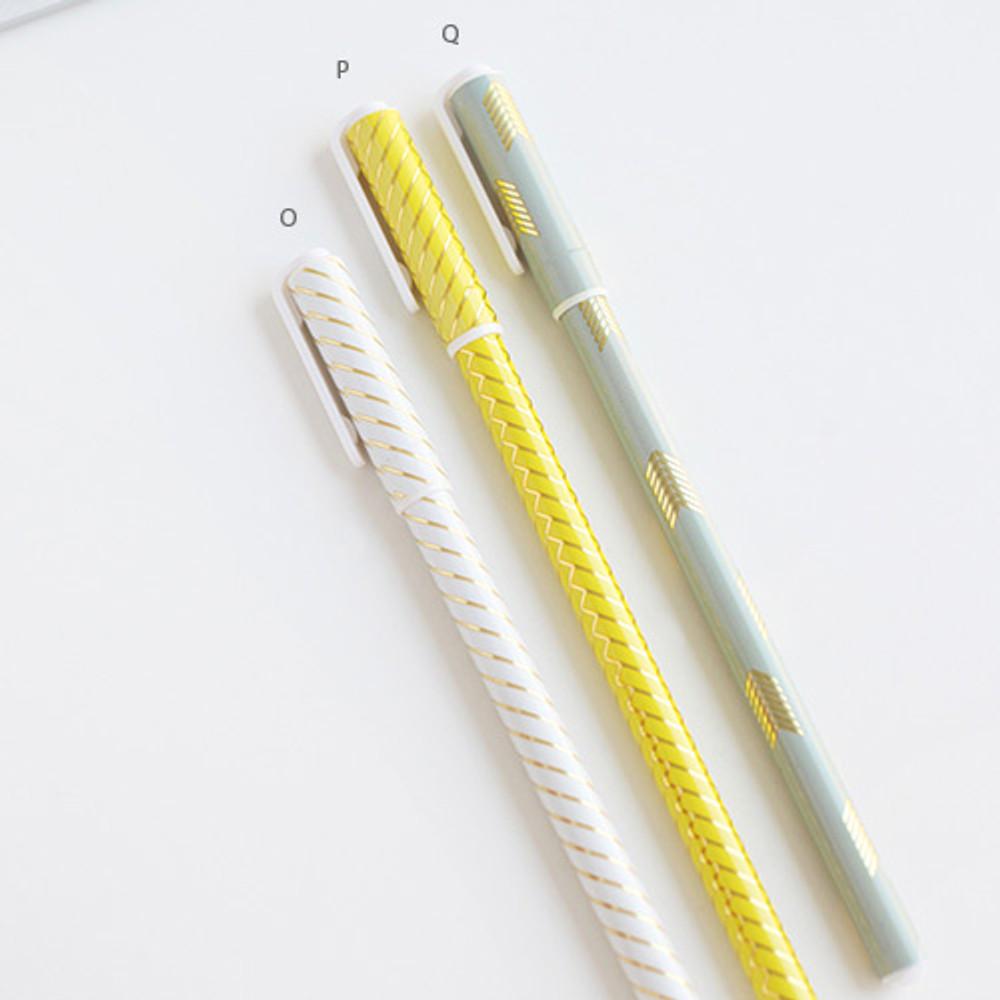 O, P, Q - Pattern 0.5mm black ballpoint pen(gold)