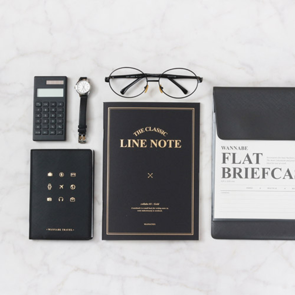 Black - The classic lined notebook