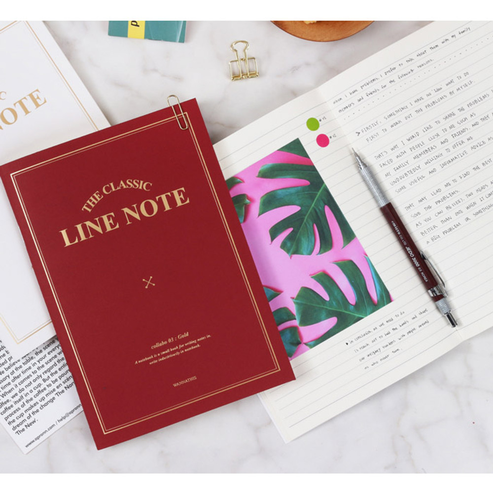 Burgundy - The classic lined notebook