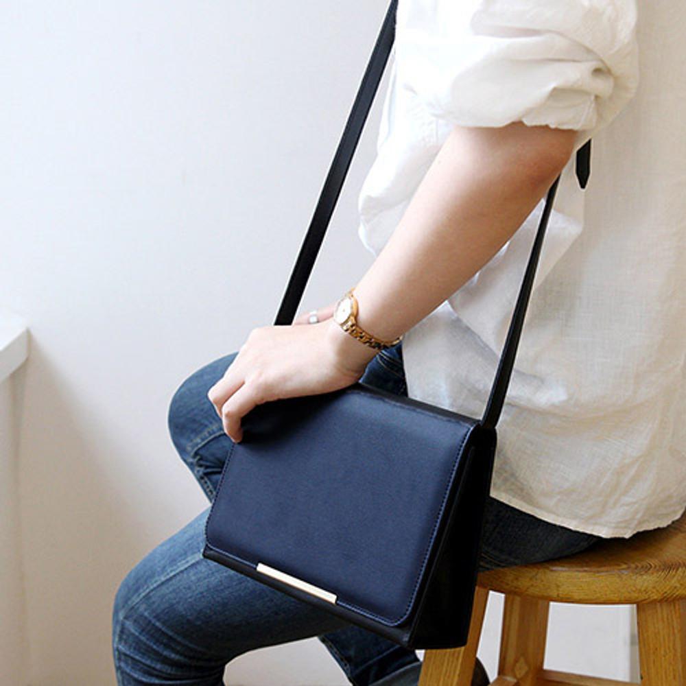 Deep navy - Classic Caily crossbody shoulder bag