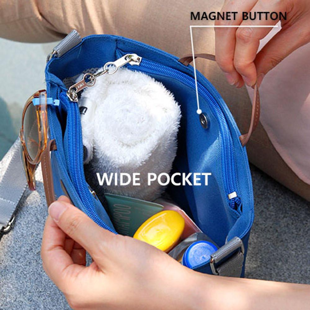 Wide pocket - Holiday picks cross shoulder bag