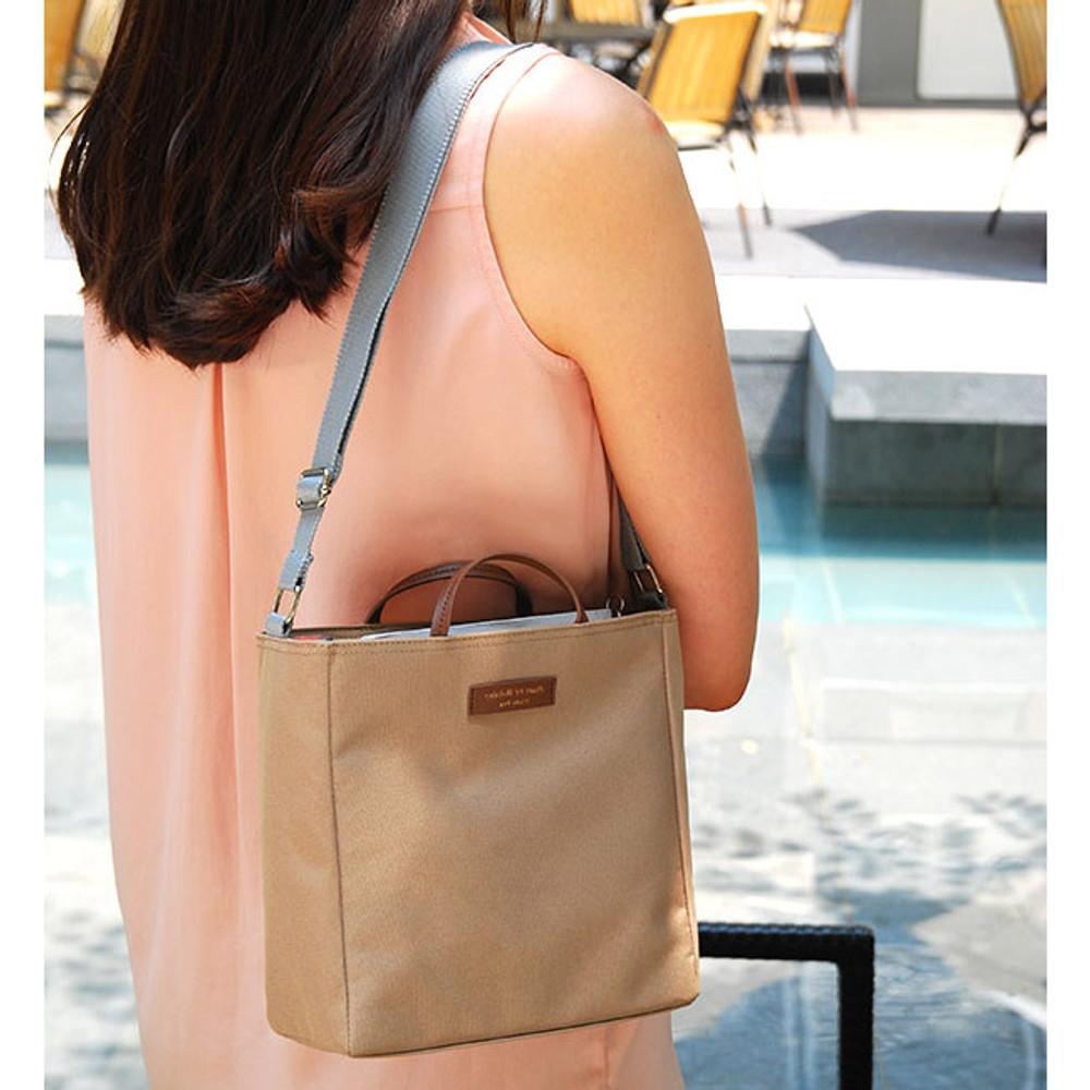 Holiday picks cross shoulder bag