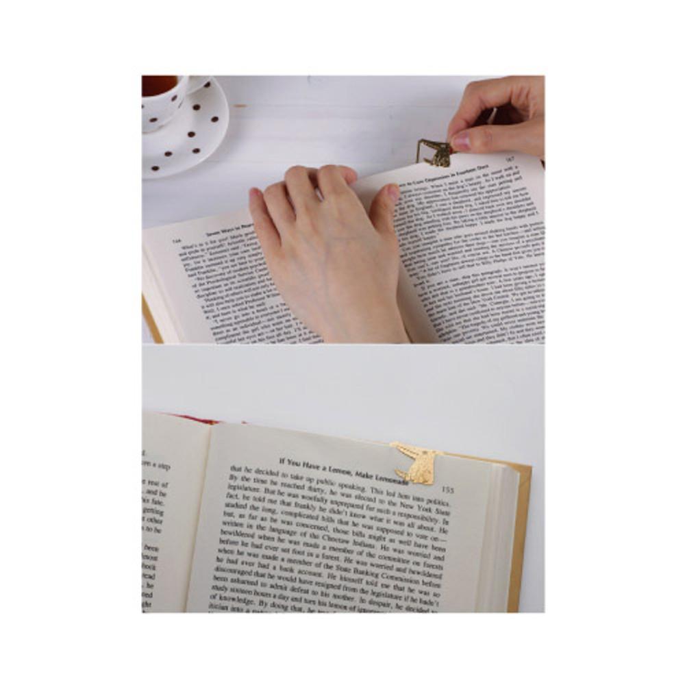 Bookfriends Wolf steel bookmark