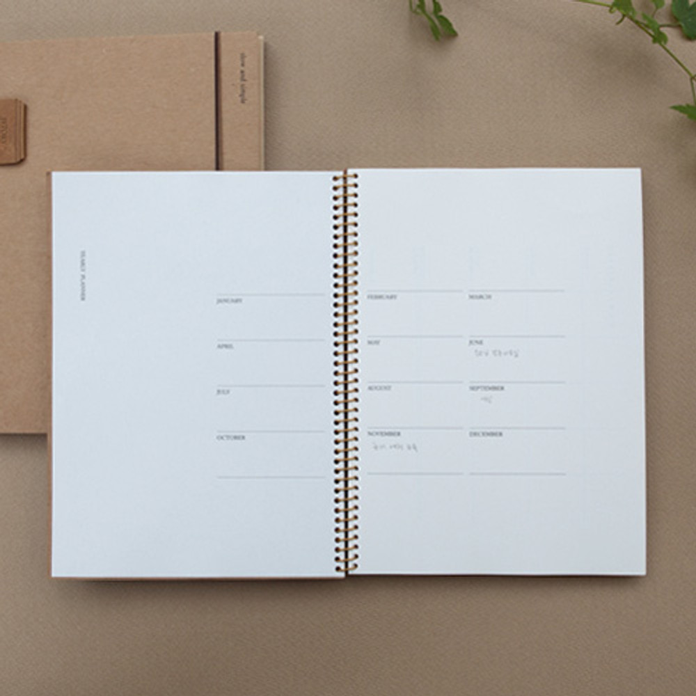 Yearly plan - Slow and simple wirebound monthly undated planner