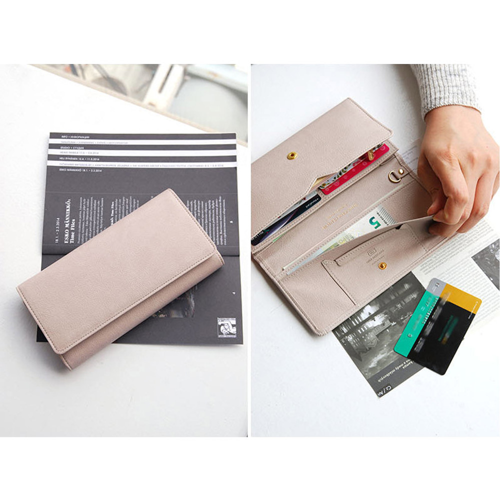 Wide pass slim clutch wallet