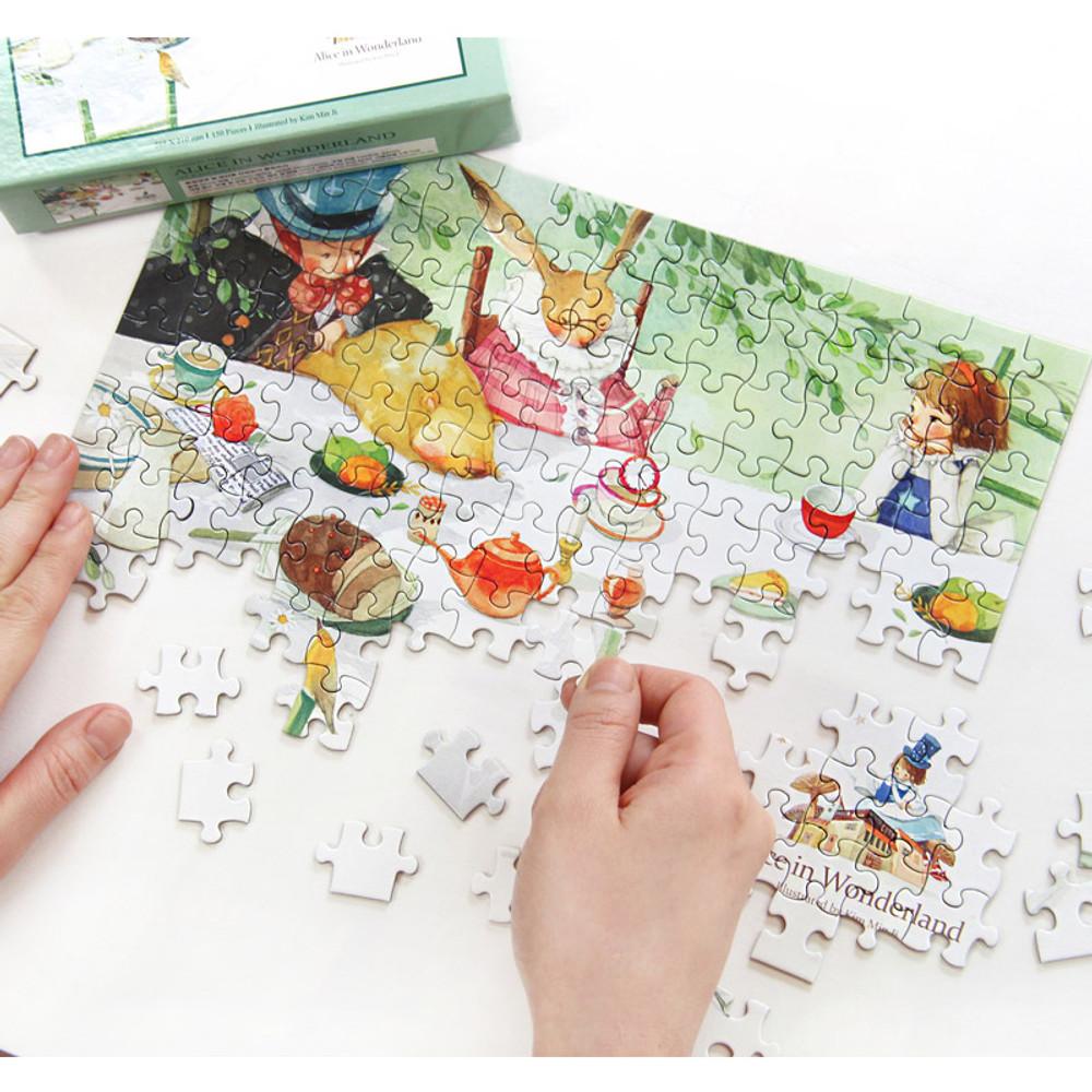 150 piece jigsaw puzzle - Alice in wonderland