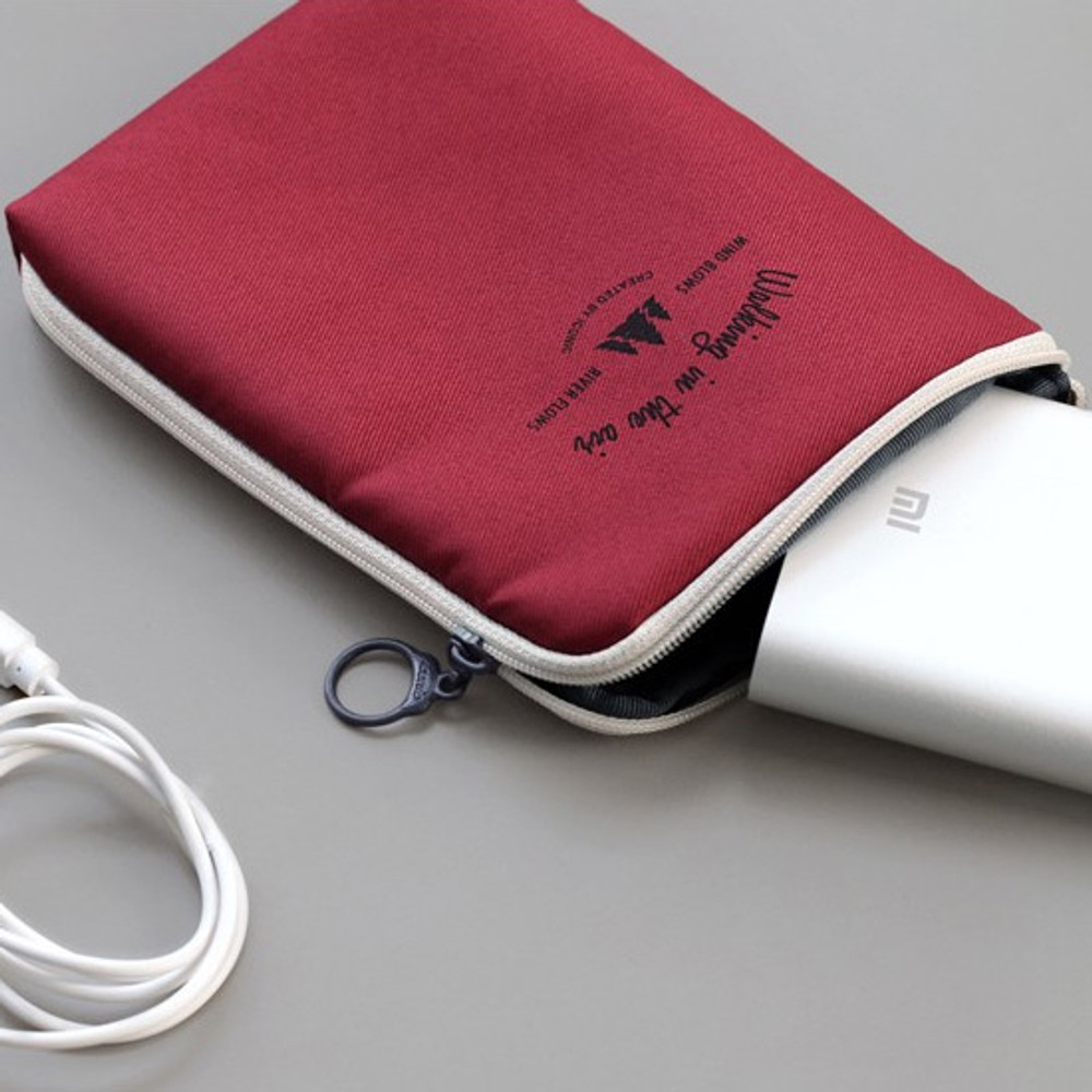 Wine - Walking in the air medium cable pouch