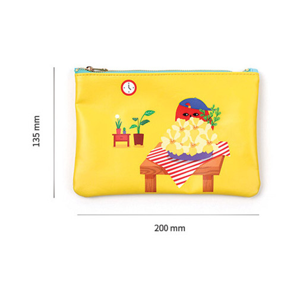 Size of Everymonster daily zipper pouch