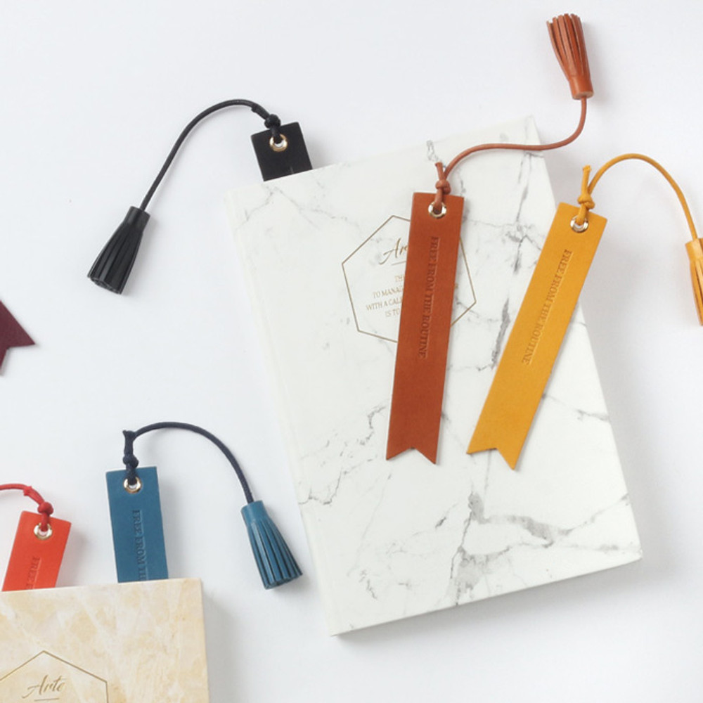 The Classic leather bookmark with Tassel