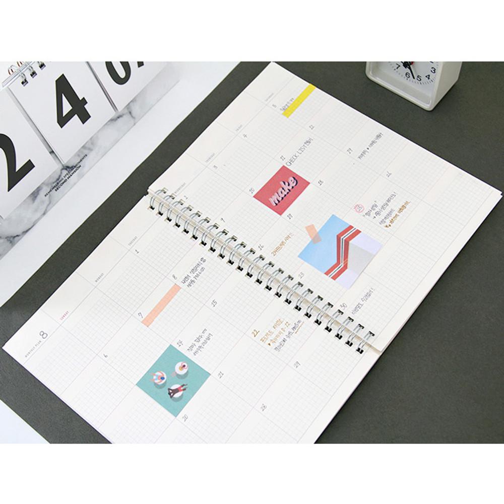 Monthly plan - Spiral daily undated planner scheduler