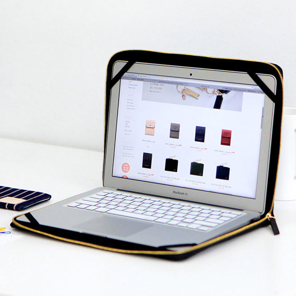 Inside of Think about W 13 inches edge laptop case