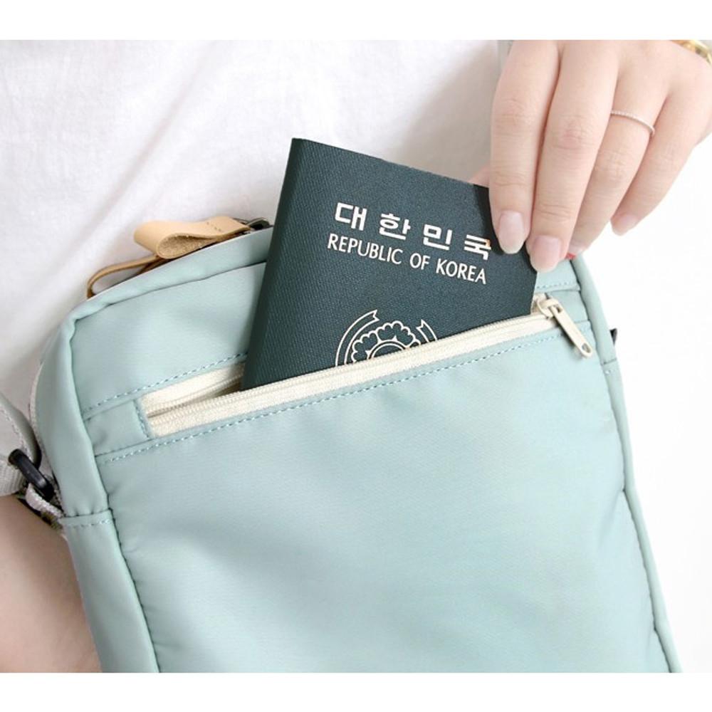 Back pocket - Voyager double zippered crossbody bag